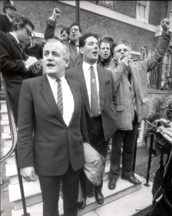 Derek Hatton (centre) and other members of Militant sing the Internationale outside Labour's HQ after being expelled from the party in 1986.