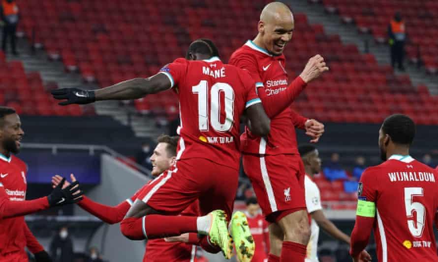 Sadio Mané celebrates with Fabinho