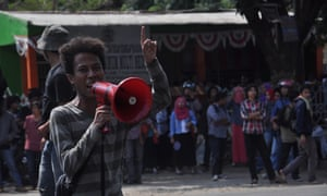 Students of Muhammadiyah University demanded Widodo do more to tackle the haze and illegal fire-starting.