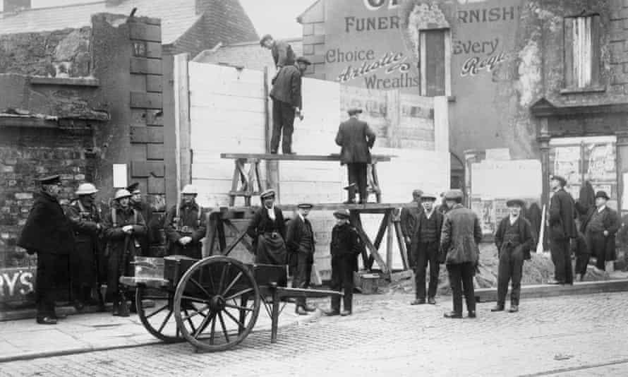 Street barricades put up in Newtonards Road, Belfast, in 1922
