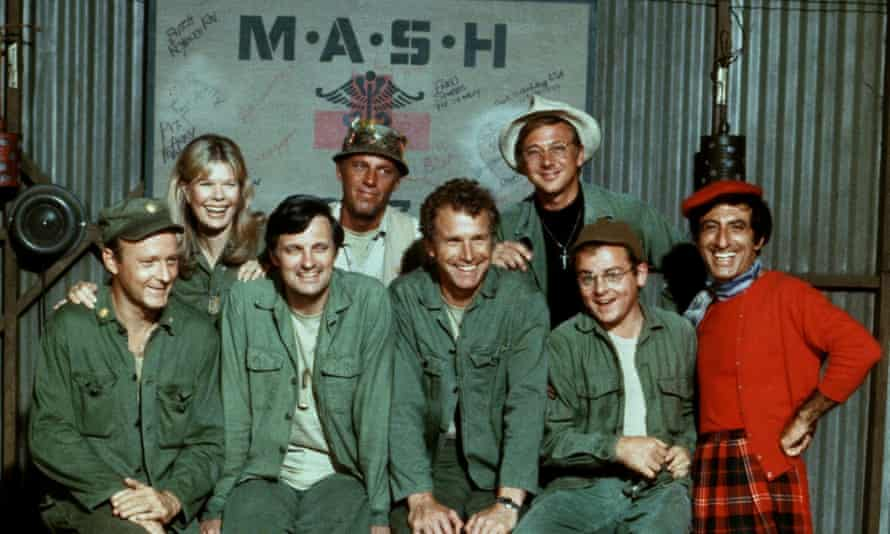 Wayne Rogers, fourth from right, with his M.A.S.H. co-stars.