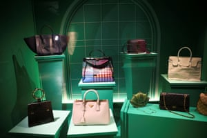 The exhibition explores the function, status and craftsmanship of bags from the 16th century to today