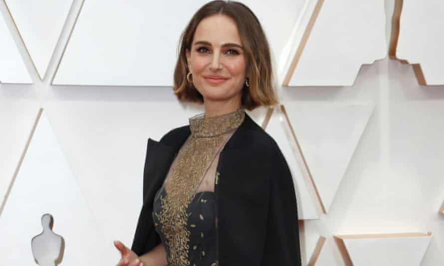 Natalie Portman wears an outfit embroidered with the names of female directors not nominated for Oscars this year.