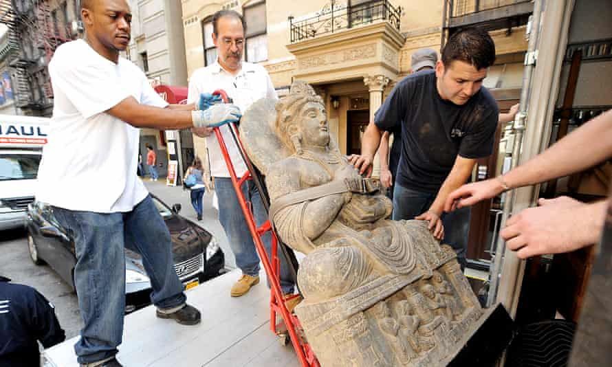 Artefacts worth more than $20m were removed from a Manhattan storage centre as Subash Kapoor was charged with receiving more than $20m worth of stolen Indian antiquities.