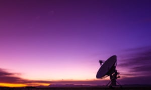 Radio telescope at the Very Large Array (VLA), San Agustin, New Mexico, US