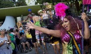 A dancer at Loucura Suburbana.