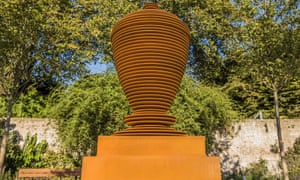 An urn sculpture erected in Twickenham as a tribute to the 18th-century poet Alexander Pope, who lived locally.