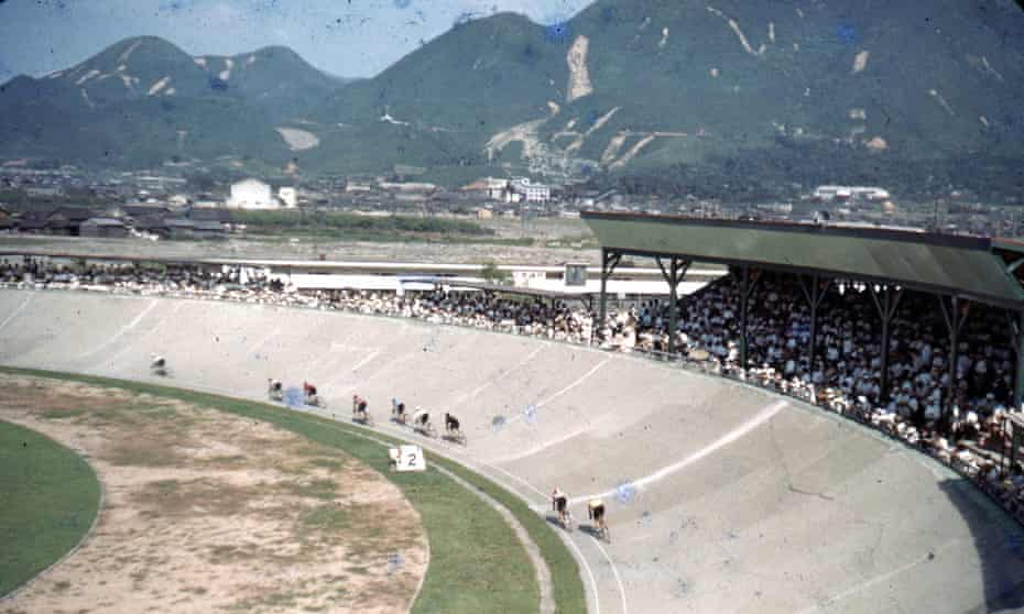 Action and a dramatic backdrop at the Kokura velodrome in 1954.