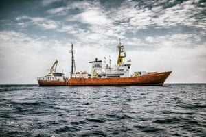 The Aquarius seen from another vessel