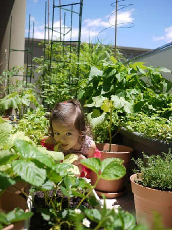Palisa Anderson's daughter plays on her old balcony garden