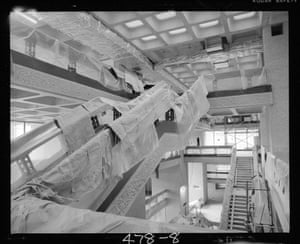 Covered staircases from the Art Gallery leading into the Barbican concourse (Oct 1980)