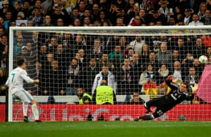 Ronaldo shoots and scores the penalty.