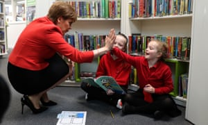 Nicola Sturgeon visits the Loanhead Centre's new library.