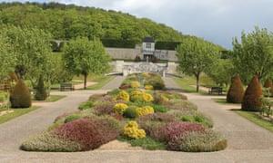 Boscherville - the central axis of the garden