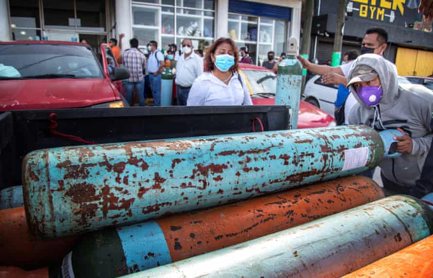 People queue to buy oxygen in Tehuantepec, Oaxaca state.