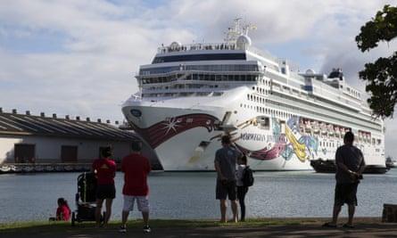 The Norwegian Jewel cruise ship docks at Honolulu