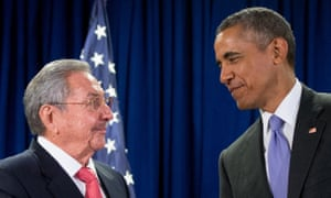 Barack Obama stands with Raúl Castro