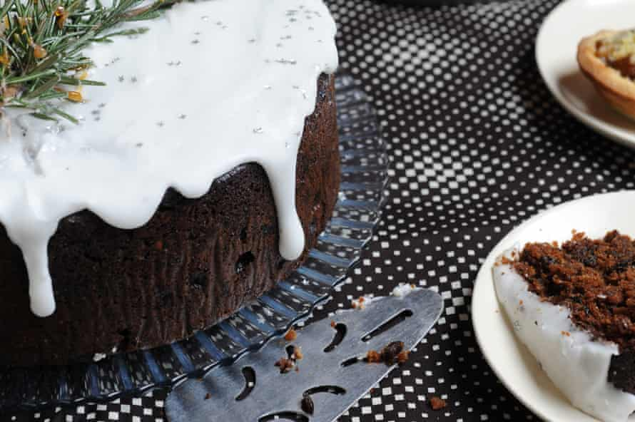 Ruby Tandoh's easy fig and ale Christmas cake