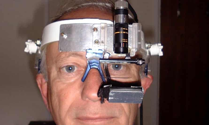 Michael Land with his eye tracker in 2001