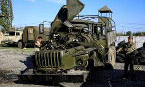 Un camion militar armean a fost avariat în lupta cu Azerbaidjanul pentru regiunea separatistă din Nagorno-Karabakh.
