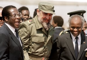 Mugabe shares a joke with Fidel Castro, the Cuban president, as he arrives in Harare for the 8th non-aligned summit on 31 August 1986