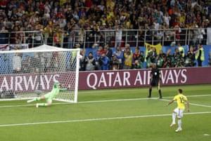 Mateus Uribe's penalty hits the bar.