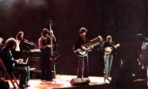 The Band on stage in The Last Waltz: Richard Manuek, Garth Hudson, Rick Danko, Robbie Roberton and Levon Helm.