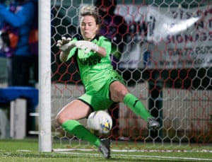Scotland's Lee Alexander was names player of the match against Brøndby after her outstanding penalty shootout performance.