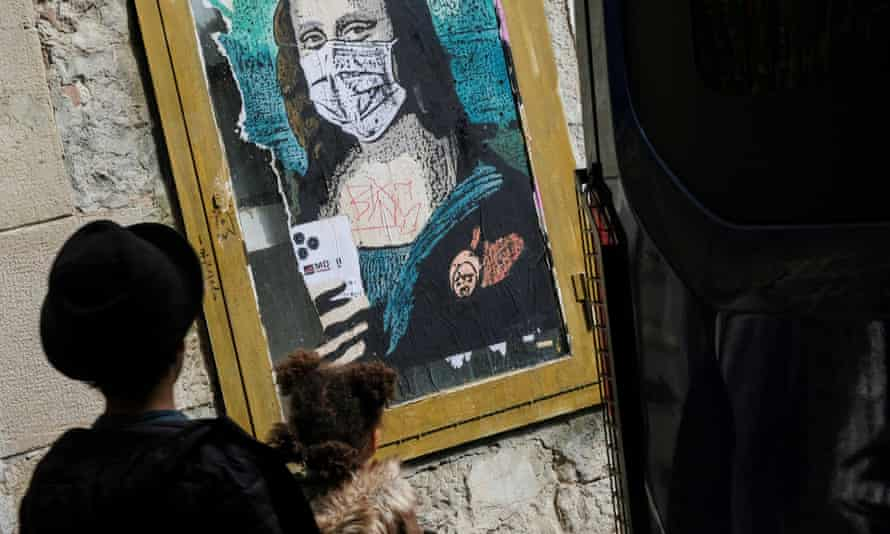 An image of Mona Lisa sports a face mask in Barcelona