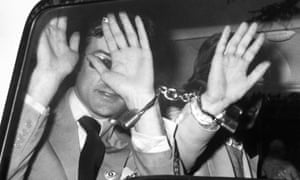 Robert Fraser (left) is handcuffed to Mick Jagger after appearing in court for drug offences in 1967.