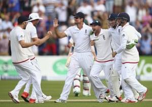 England celebrate victory!