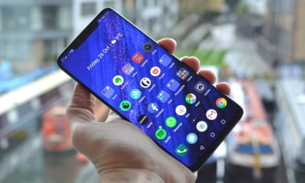 Huawei Mate 20 Pro review - hand