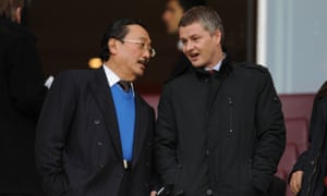 Ole Gunnar Solskjær with Cardiff's owner Vincent Tan at Arsenal in 2014.