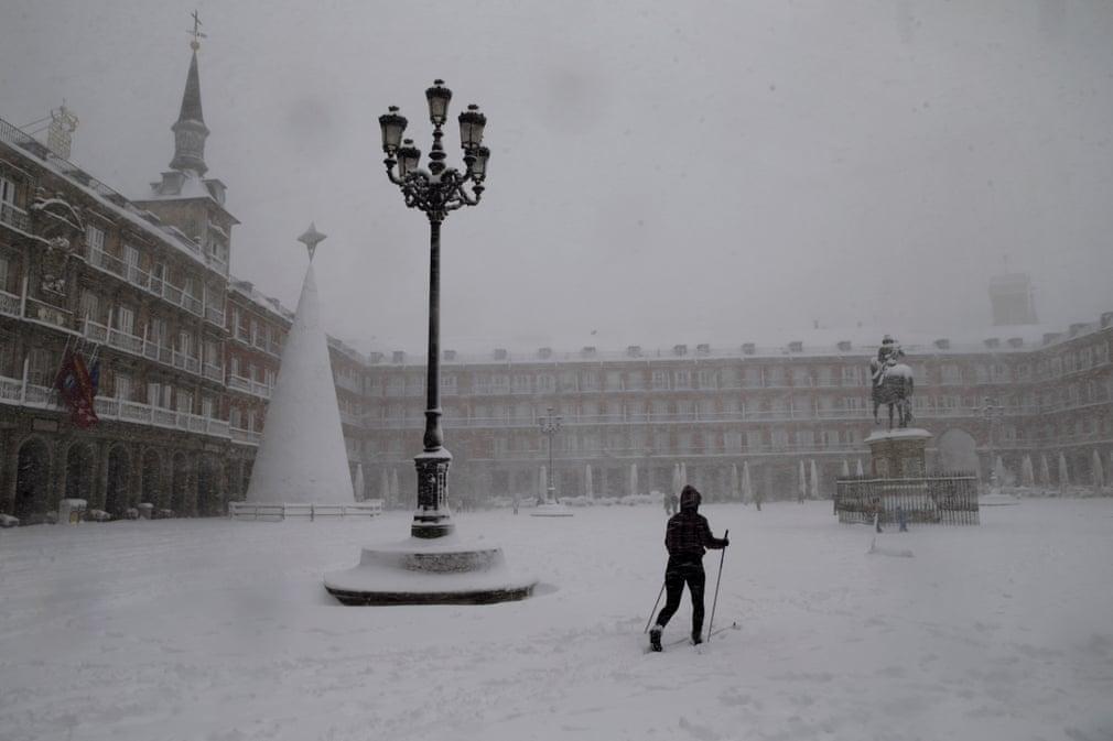 Страшный снегопад в Испании сегодня унес жизни нескольких человек. ВИДЕО 5