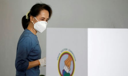 Aung San Suu Kyi arrived to vote early in Naypyitaw before the election