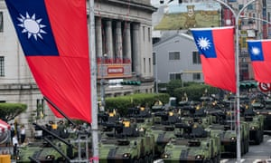 Armored vehicles that were not fitted with weapons, parade in front of Taiwan's presidential palace.