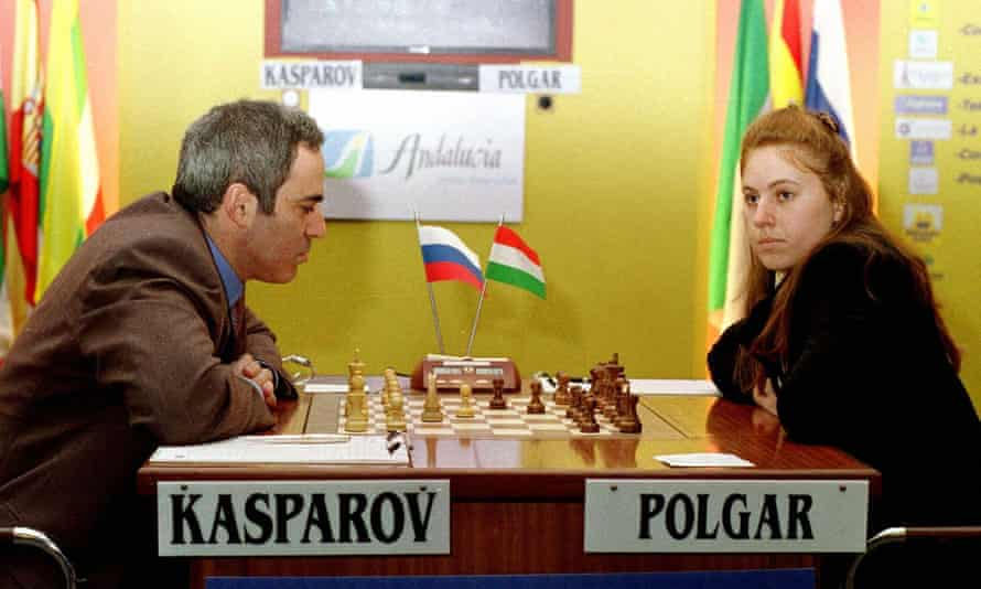 Chess grandmaster Judit Polgár plays Garry Kasparovat the Linares Chess Tournament in Spain, in February 2001.
