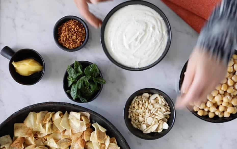 Fattah ingredients: plenty of butter or ghee, fresh mint, crispy garlic, almonds and pine nuts, chickpeas and yoghurt with toasted Lebanese bread.