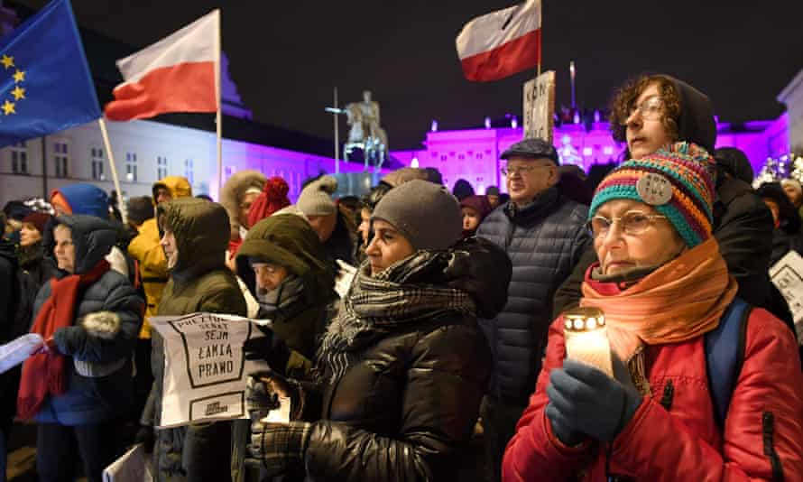 Polish people protesting in front of the presidential palace in Warsaw on 14 December against the rightwing government's court reforms