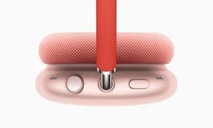 Mahkota digital dari Apple Watch berfungsi sebagai kontrol untuk volume dan pemutaran.