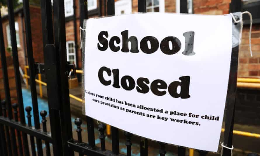 Sign saying 'school closed'