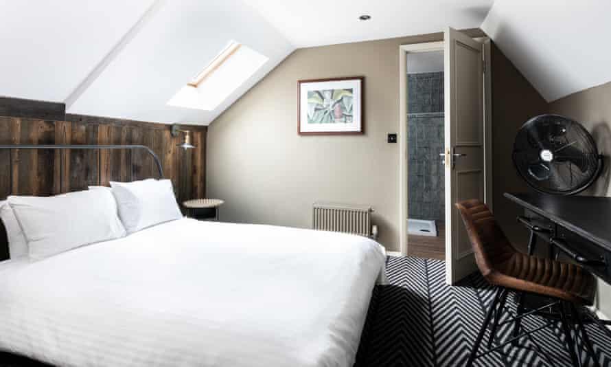 Double Ensuite Room at Pub Love London Bridge, hostel