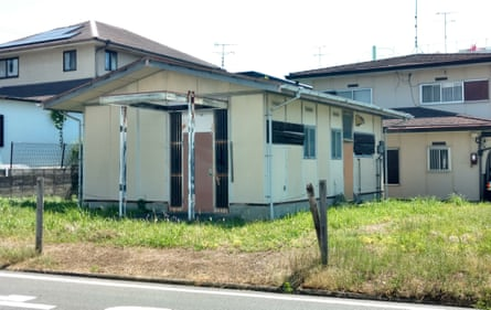 One of many vacant 1960s-era prefab buildings in the older part of Midorigaoka.