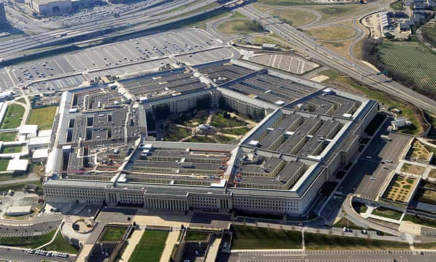 A federal court has ordered the Pentagon to stop work on its $10bn military cloud project.