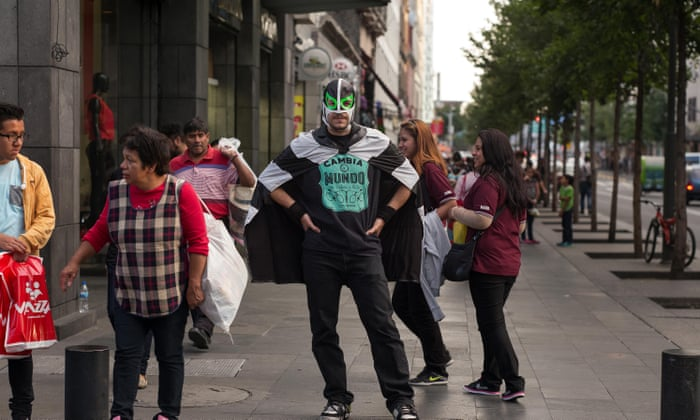 Peatónito – el superhéroe que lucha para que las calles de la ...