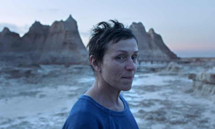Frances McDormand in Nomadland, directed bu Chloe Zhao.