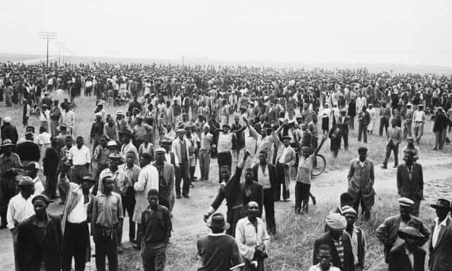Crowds at Sharpeville on 21 March 21 1960, a few hours before white police opened fire on them.