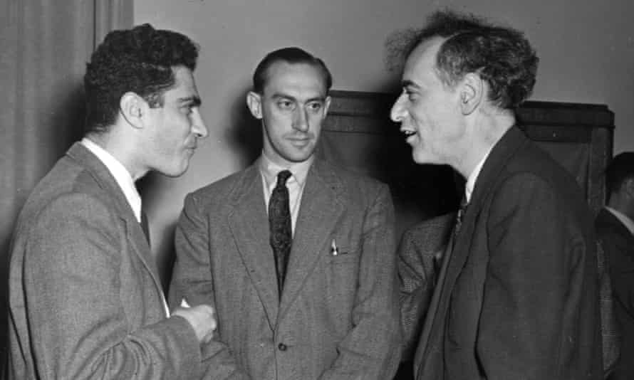 Jack Steinberger, left, in conversation with fellow physicist Lev Landau of the Soviet Union, right, at a scientific conference on high energy particles in 1956.