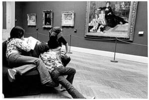 Família fotografada no Metropolitan Museum.