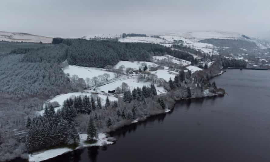 Llwyn-on Reservoir following snowfall today
